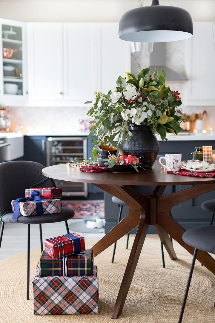 Клетчатые текстиль и довольный пёс: Рождество в одном американском доме || 01