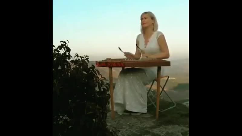 для душевного покоя мелодия льющаяся с горных вершин мира и добра Вам дорогие мои друзья 🤝🤝👍 Грузия ♥️🌹