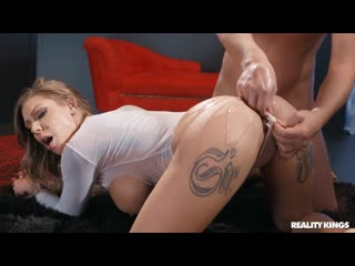 Трахает блондинку в масле busty blond milf girl oil sex porn white hard fuck bang love kiss game tit boob ass HD (Hot&Horny)