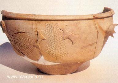 Культовый керамический сосуд из погребения CH02/96 некрополя Гонура с изображением дерева и двух козлов (http://margiana.su/index.php/artifacts.html)