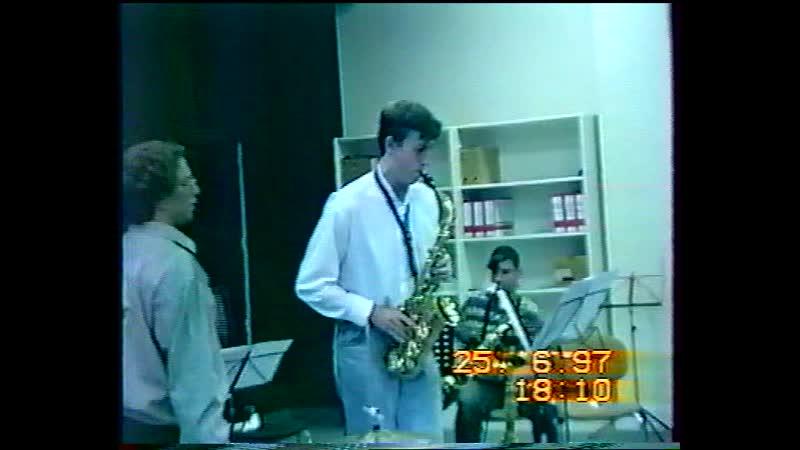 1997 1 Orchestre VARIATIONS Répét Ecole musique avec Dédé Sax et prof à l'école Thierry Piano Christian Batterie