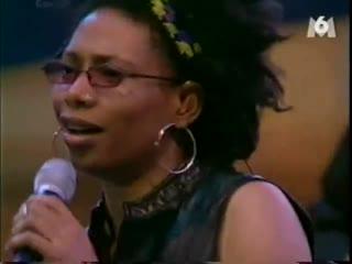 Потрясающая, гениальная, виртуозно владеющая своим голосом и просто чумовая певица Rachelle Ferrell .