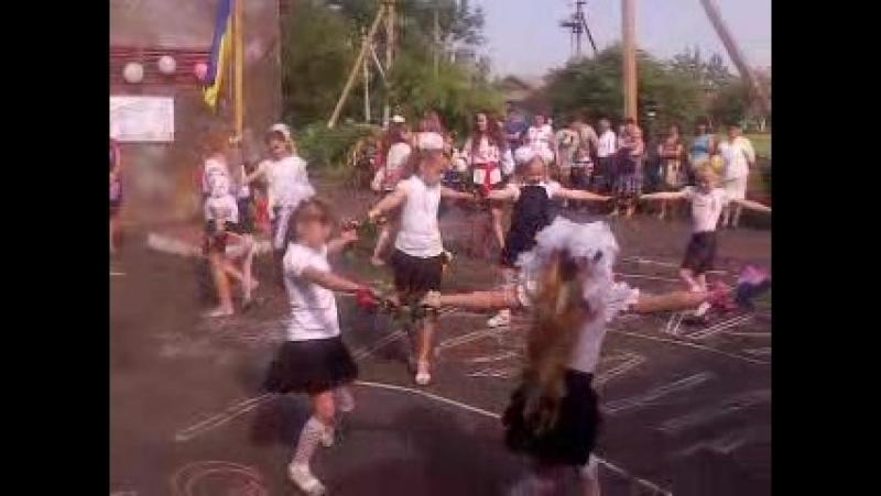 Мої дітки) Танець Моя Україна Останній дзвоник.