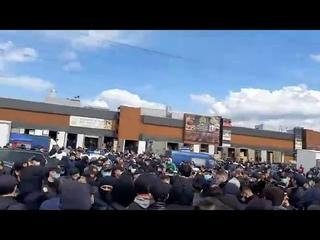 """В Москве мигранты устроил митинг из-за повышения цен аренды в """"Фуд-Сити"""""""