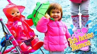 Ich heiße Bianca. Bianca geht im Regen spazieren. Spielzeug Video für Kleinkinder