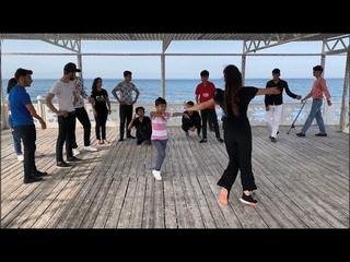 Новая Лезгинка Чеченская Песня Басс Музыка Девушка Танцует  Ласково С Малышом На Пирсе 2020 ALISHKA